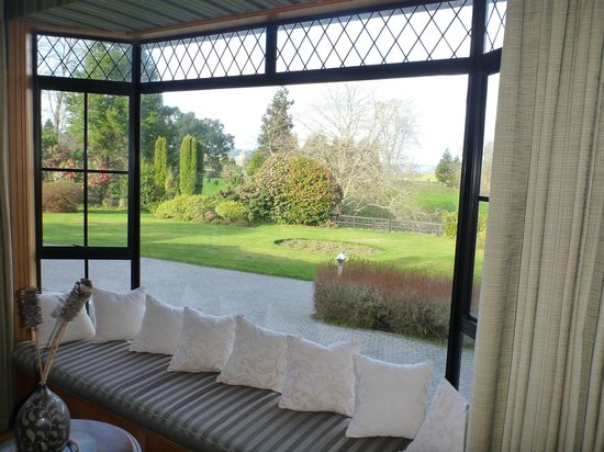 Hamurana Lodge: view from the pool/snooker room downstairs