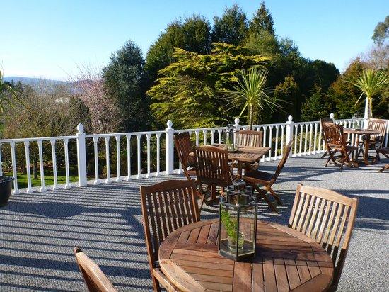 Hamurana Lodge : decking area