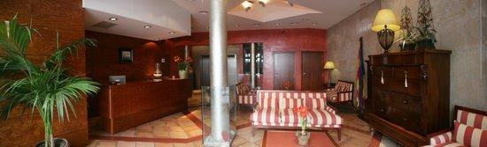 URH Vila de Tossa: recepción hotel
