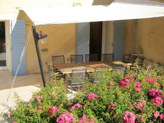 Le Clos Saint Michel & Spa : draußen essen - auf der Terrasse möglich