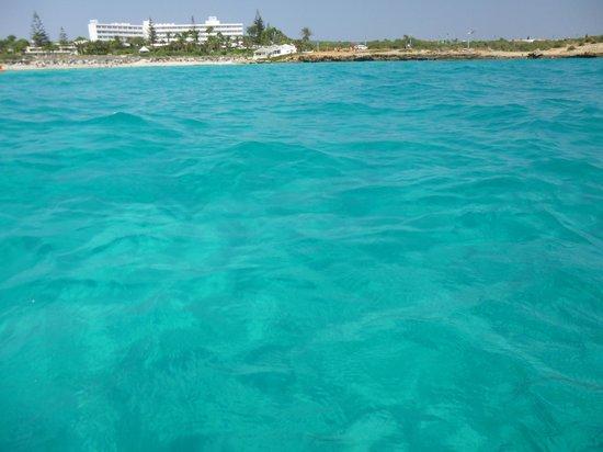 Brilliant Hotel Apartments: Blue blue sea at Nissi Beach