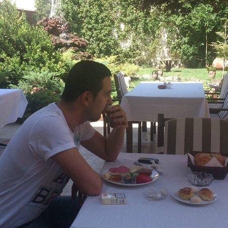 Hotel Akuzun: Güne,Bahçede Kahvaltı Keyfi İle Başkayın,Huzuru Koklayın