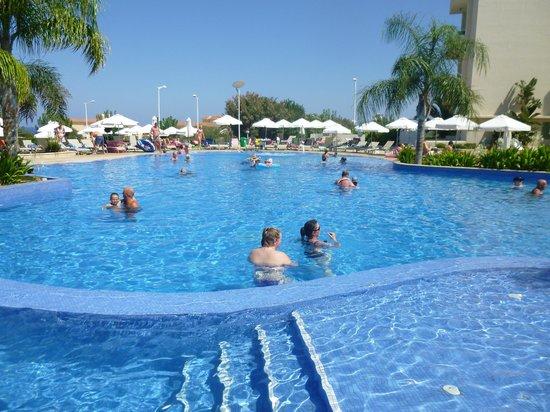 Brilliant Hotel Apartments: Huge pool area
