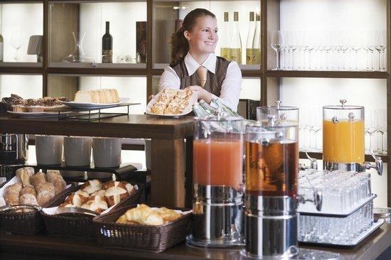 Mövenpick Hotel Stuttgart Airport : Breakfast buffet