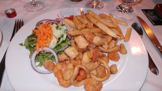 Heliconia Hotel: Heerlijk gerecht; gepaneerde zeevruchten met salade