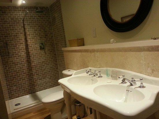 The White Hart Hotel : Lovely shower