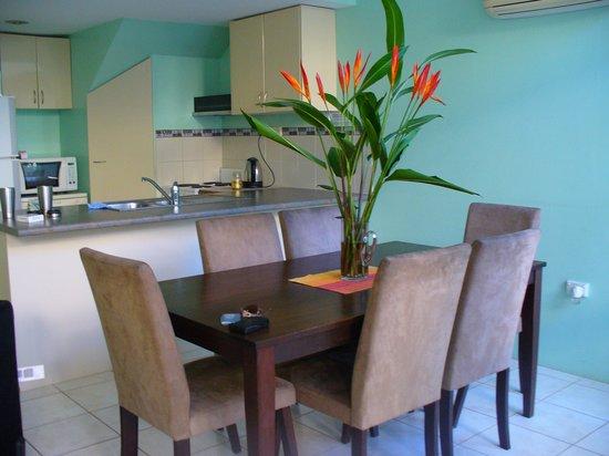 Tropical Nites: Fresh tropical flowers were a nice welcome.