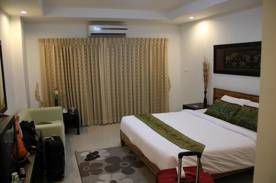 Sinsuvarn Airport Suite : Spacious room...