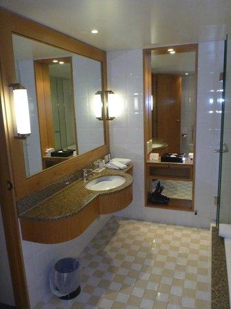Grand Millennium Auckland: Bathroom, plenty of space, nice facilities