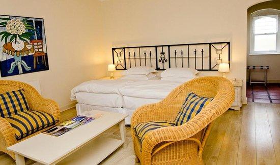 Auberge Burgundy: Garden Room