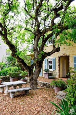 Auberge Burgundy : Garden room