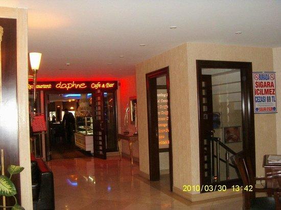 Hotel Mosaic: entrada al cafeteria-comedor