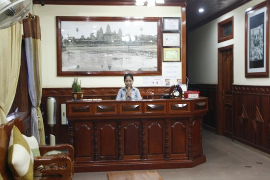 Rotha Guesthouse: Front desk