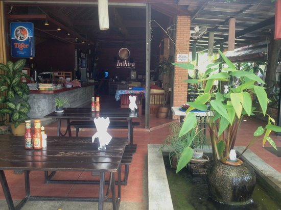 Inthira Vang Vieng: Restaurant/bar/lounge/reception.