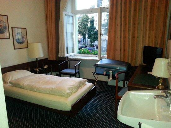 Hotel am Chlodwigplatz: Camera