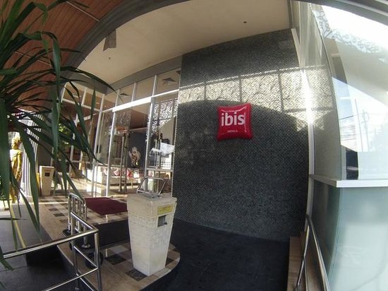 Ibis Bali Kuta : view from the front of the hotel