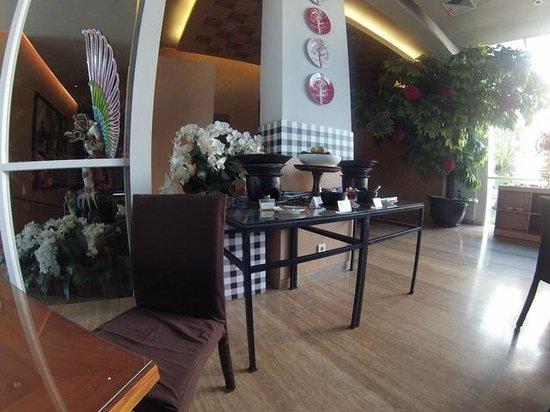 Ibis Bali Kuta: Traditional local cuisine corner