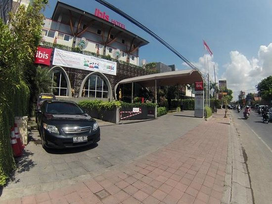 Ibis Bali Kuta: view from the front of the hotel