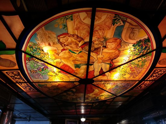 Sophie's Brauhaus: soffitto liberty del bar