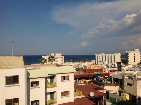 Kokkinos Hotel Apartments: Вид с балкона