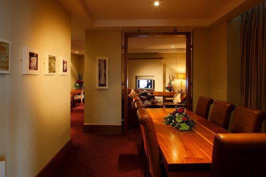 Tullamore Court Hotel: Presidential Suite Board/Dining Room