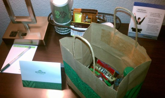 Wingate by Wyndham Richardson/Dallas: Bag of goodies that ended up being my dinner that day!