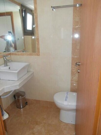 Hotel Thalia: bathroom