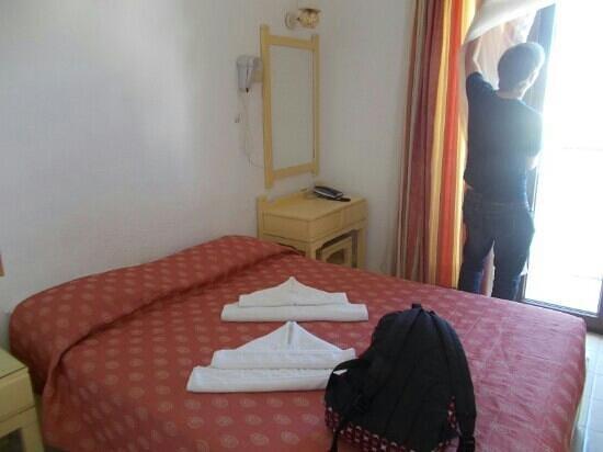 Hotel Thalia: bed