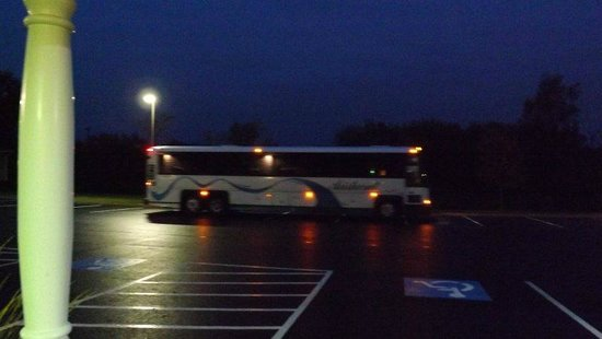 Country Inn & Suites By Carlson, Cortland: 45 minutes of bus idling starting at 6:10am
