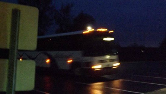 Country Inn & Suites By Carlson, Cortland: Bus pulling into a parking spot just in front of a guest room