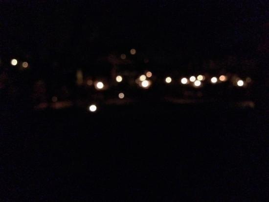 Hermosa Inn: lons at night