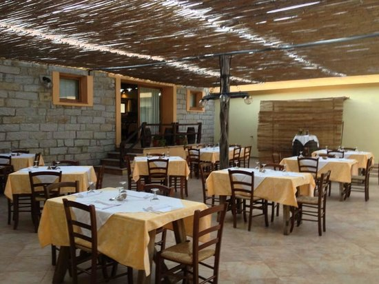 Ristorante-Pizzeria Li Tre Funtani: Sala all'aperto