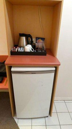 โรงแรม เดอะ เวเวอเลย์ อินเตอร์เนชั่นแนล: Fridge & Coffee station