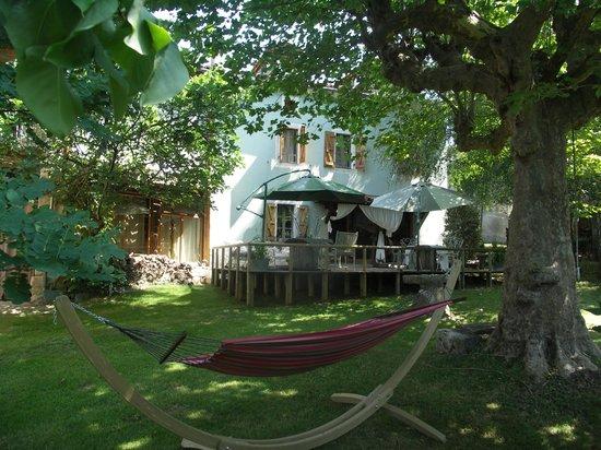 Haras Picard du Sant: Jardin avec Hamac et Terrasse