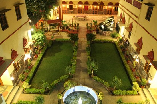 Ishwari Niwas Palace: Night view