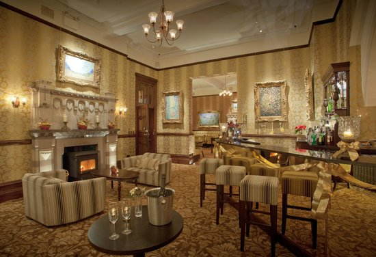 Camelot Castle Hotel: Golden Age Bar - Winter