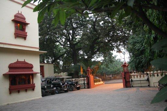Ishwari Niwas Palace: Entrance