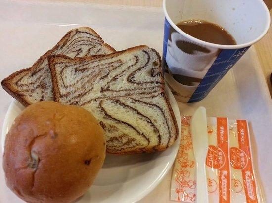 Super Hotel Hida-Takayama: Fresh bread