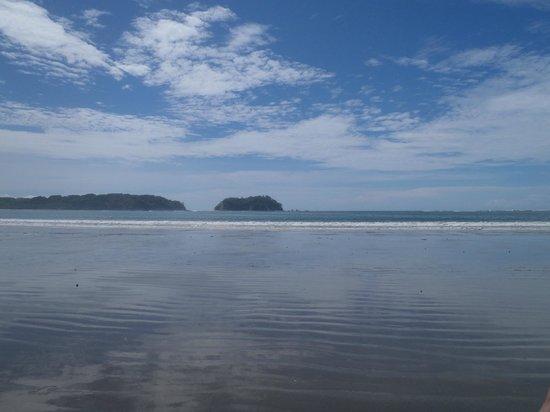 Samara Beach: Lang strand, mooi uitzicht op de kliffen verderop