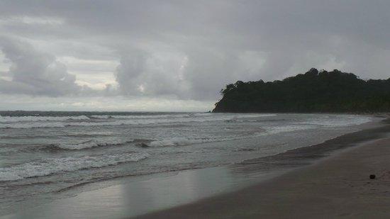 Samara Beach: In de middag onstuimig