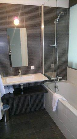 Kyriad Nantes Ouest - Saint Herblain : salle de bain