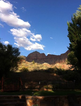 Canyon Ranch Motel: cell phone pic from hot tub area.