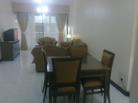 London Crown 1 Hotel Apartments : spacious drawing cum dining room