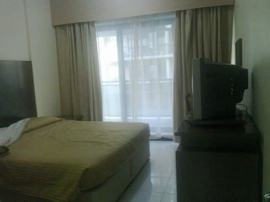 London Crown 1 Hotel Apartments : fresh morning light through bedroom balcony