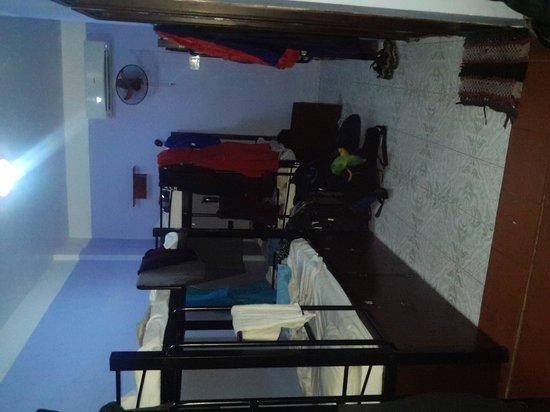 Hue Backpackers' Hostel : dorm room
