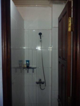 Hue Backpackers' Hostel : shower