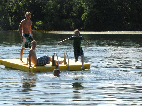 Breezy Point Resort: Fun at the waterfront.