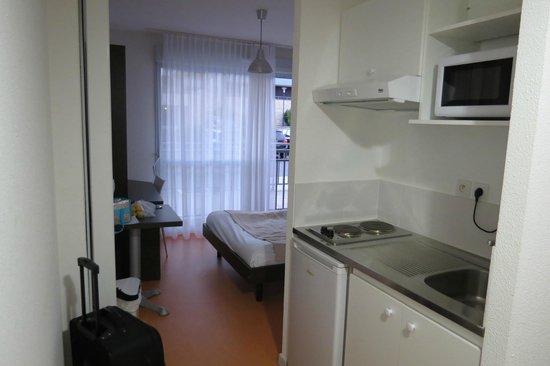 Zenitude Hôtel-Résidences Les Hauts du Chazal: One room.