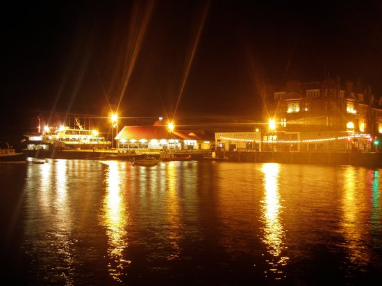 Beechgrove Guest House: Night time Oban.