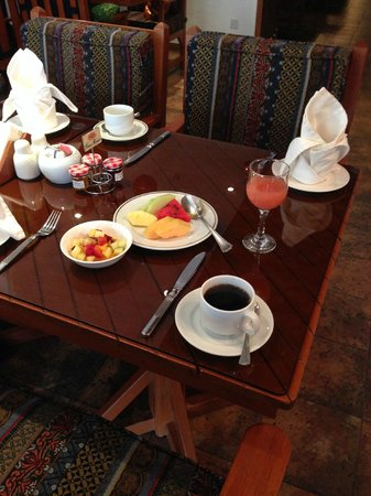 Le Royal Hotel: breakfast